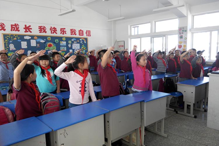 """四年级第六周主题班会-------""""中国梦 港城梦 我的梦"""""""